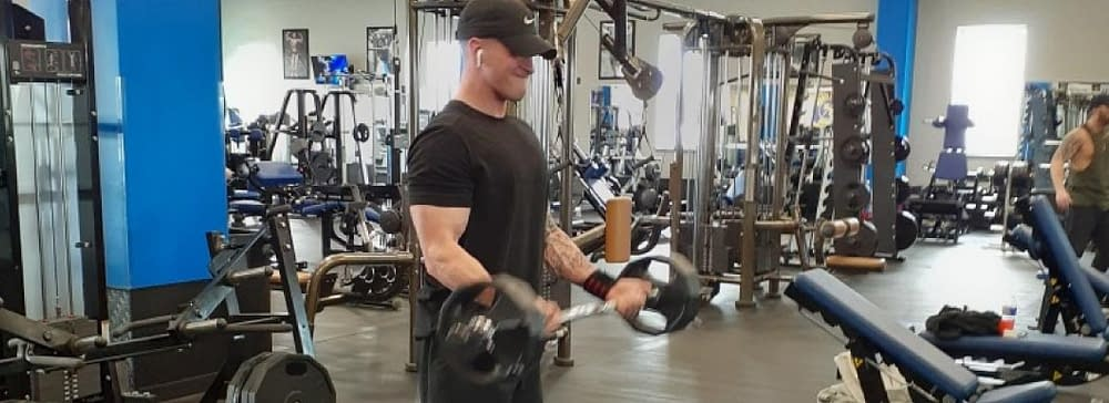 Man lifting weights - Train Hard Fitness 8180 Oswego Rd. Liverpool, NY 13090 315-409-4764